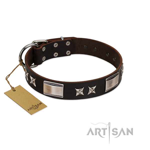 Easy wearing dog collar of genuine leather