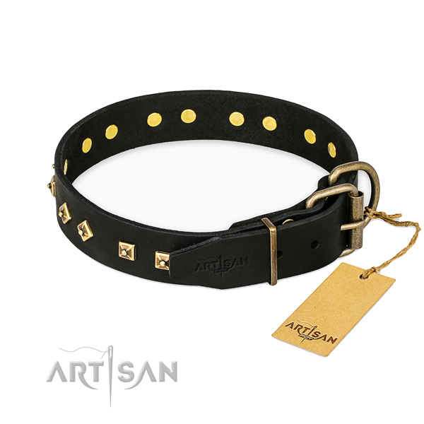 Rust-proof buckle on full grain leather collar for walking your four-legged friend
