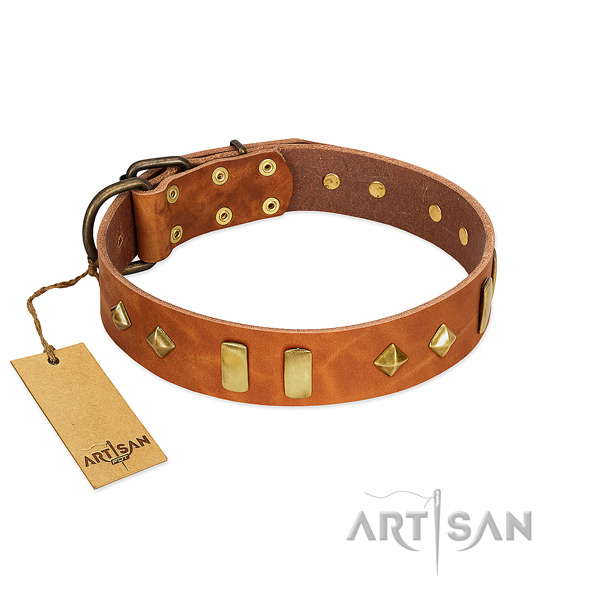 Handy use high quality leather dog collar with studs